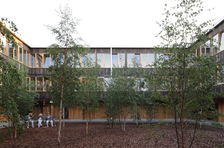 <p>Three storeys of student rooms enclose an inner courtyard, an informal garden for students. © David Grandorge</p>