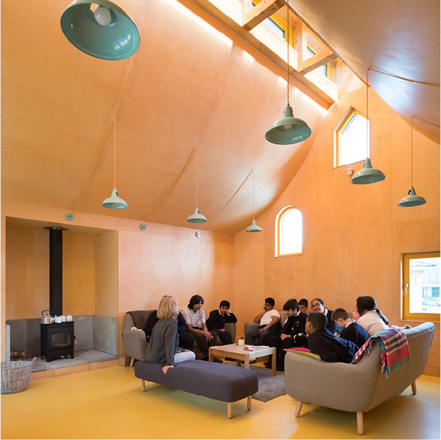 <p>The Cosy Lounge classroom is lined with birch plywood, creating a warm, domestic environment. © Jim Stephenson</p>
