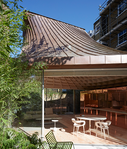 <p>The copper-clad roof encloses an open plan living/dining kitchen. © Edmund Sumner</p>