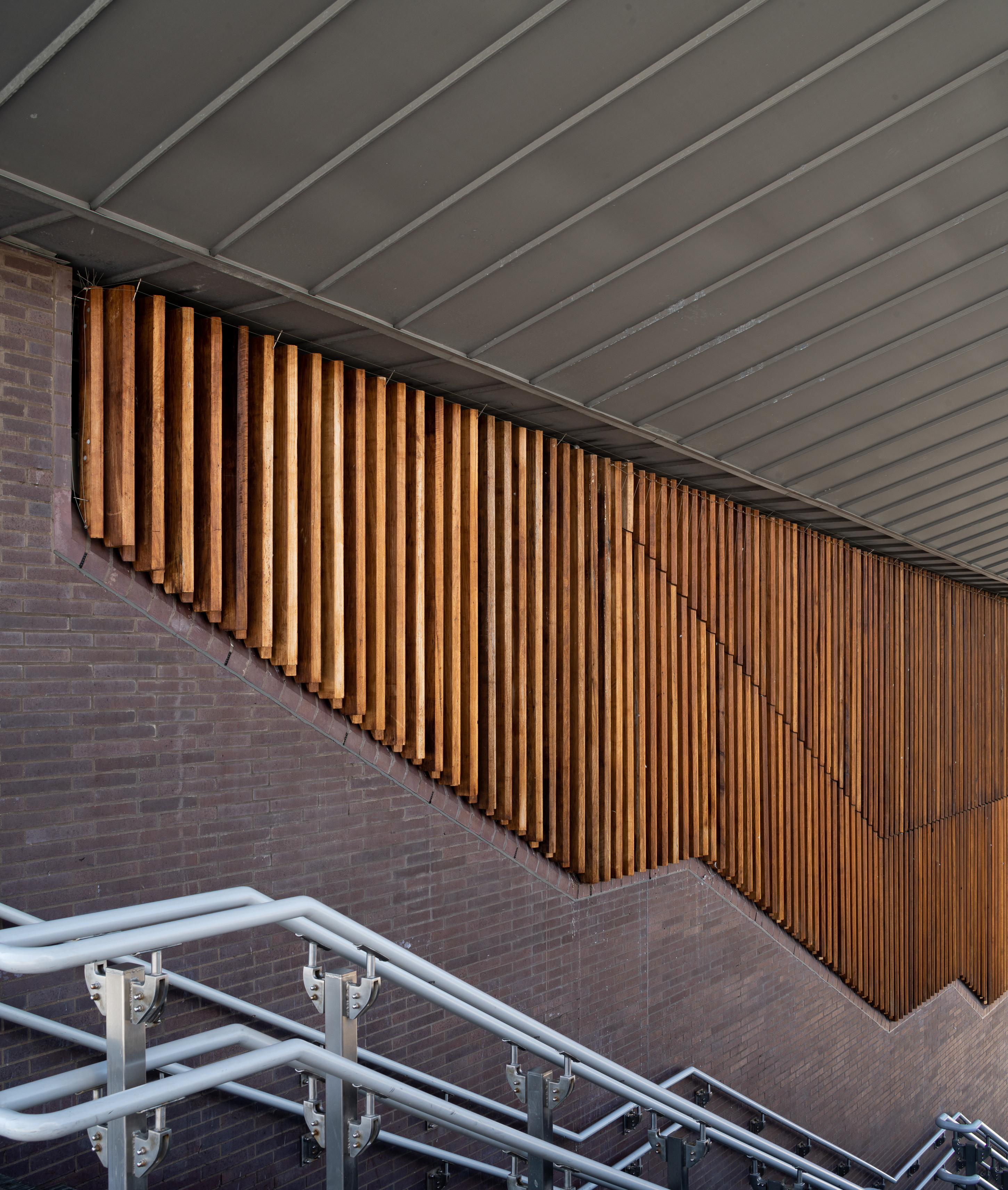 <p>The fins of fraké cladding and canted brick copings align with the staircases. Photography © Richard Lewisohn</p>