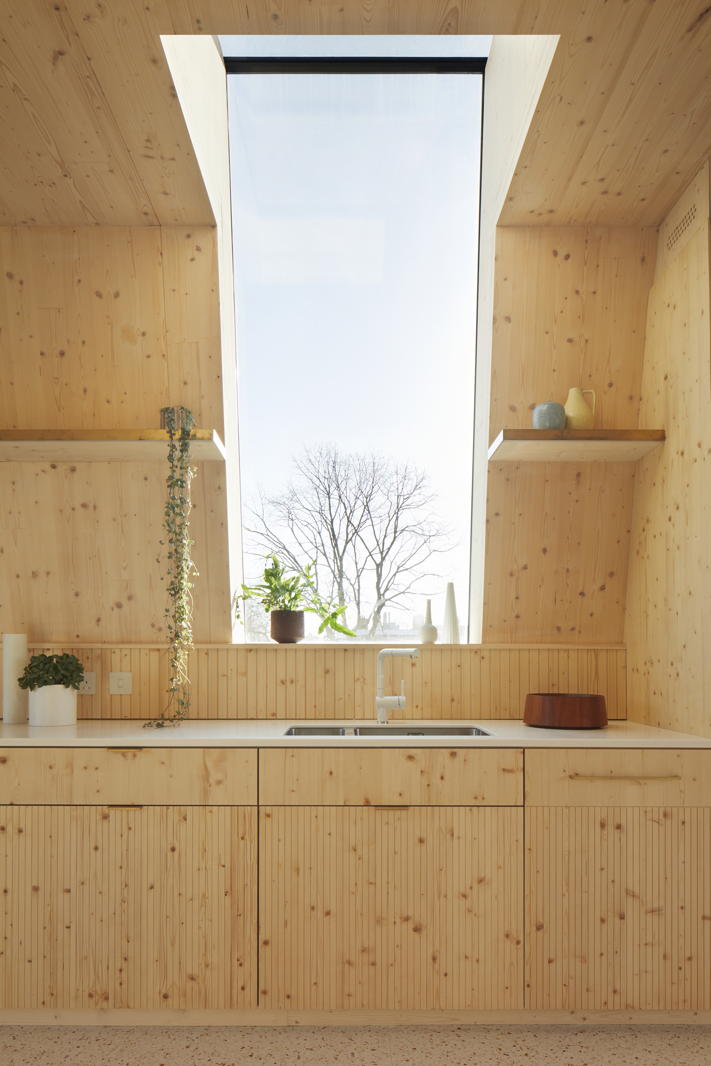 <p>Drawers, doors and splashbacks are all of CNC-grooved spruce ply. © Jack Hobhouse</p>
