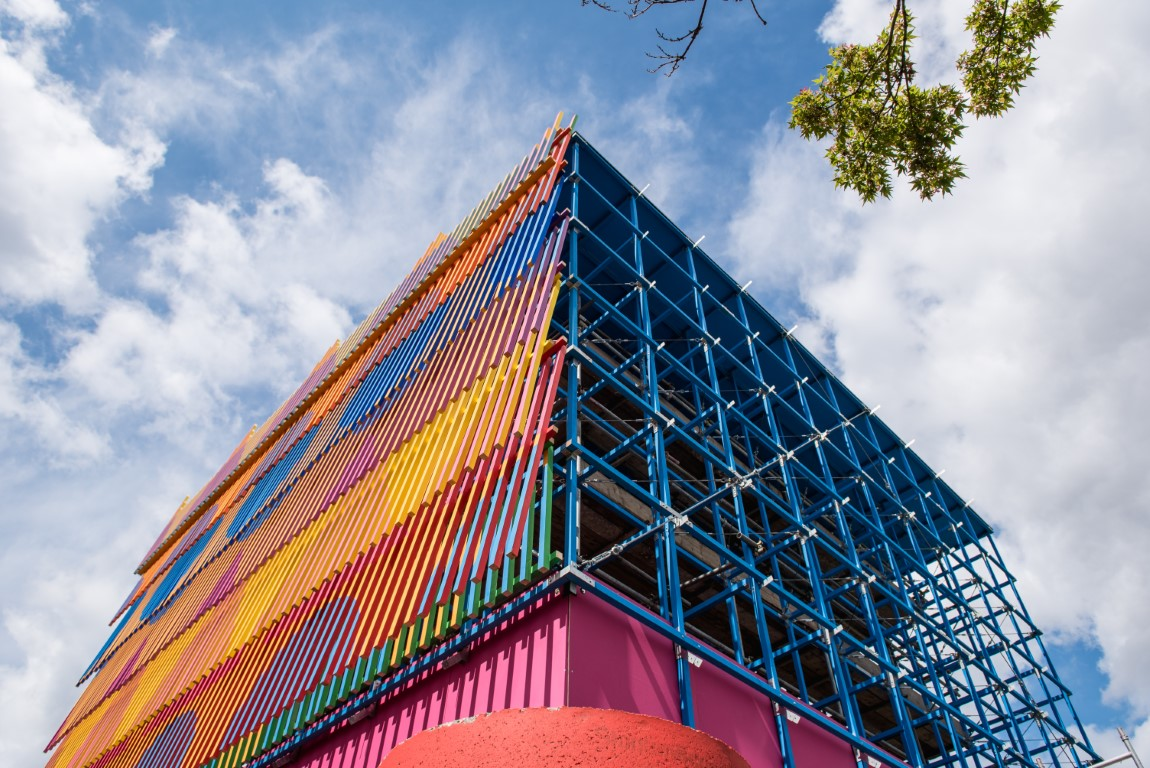 <p>The batten panels were fixed with galvanised steel brackets projecting from the structure. Photography © Jack Storey</p>