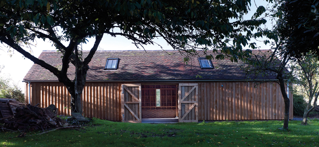 <p>Externally the studio is an assembly of traditional materials - green oak, brick and reclaimed roof tiles.</p> <p><span>© Cassion Castle Architects</span></p>