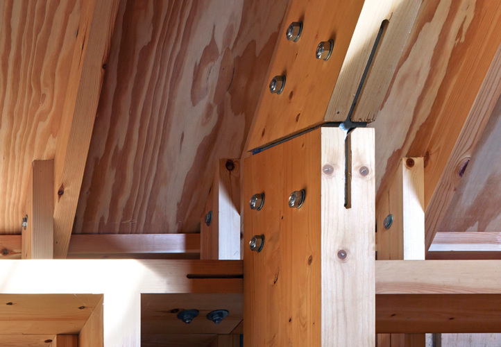 <p>The glulam portal frame members are bolted together with flitched steel plates.</p> <p><span>© Cassion Castle Architects</span></p>