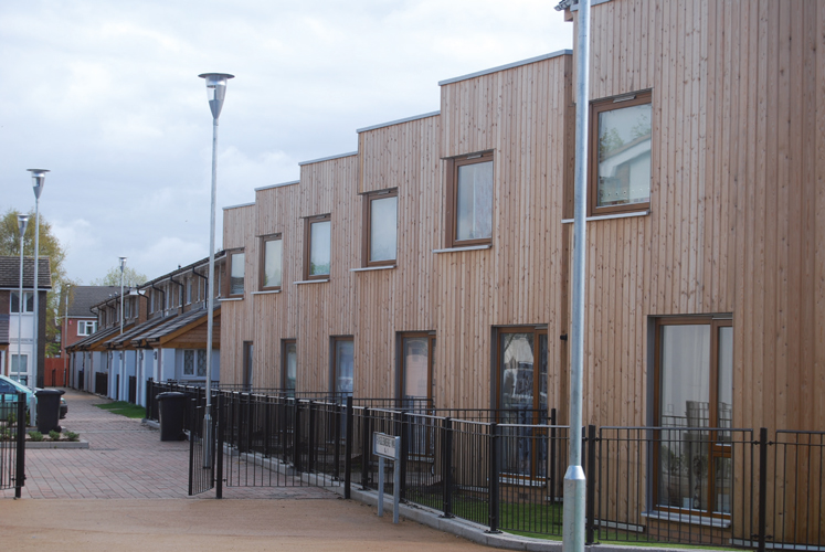 <p>The six new terrace houses have sharply angled two storey high bays, glazed on both sides.</p> <p><span>© </span><span>Ian McHugh</span></p>