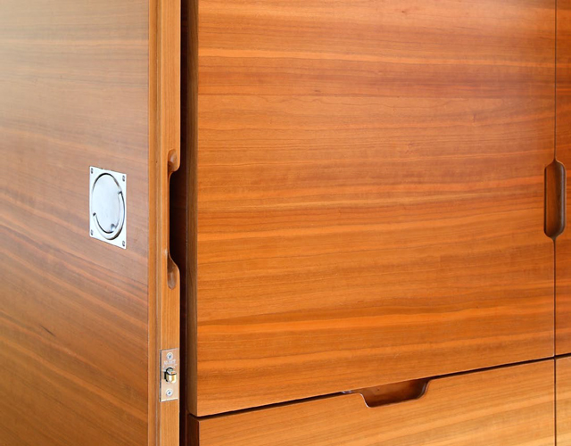 <p>The doors between rooms are designed to fit neatly back against the cupboards when open.</p> <p><span>© Fisher Hart/VIEW</span></p>