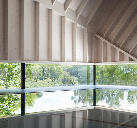 <p><span>The timber structure, exposed and finished with white stain, creates a peaceful and calm interior.</span></p> <p><span>© Jack Hobhouse</span></p>