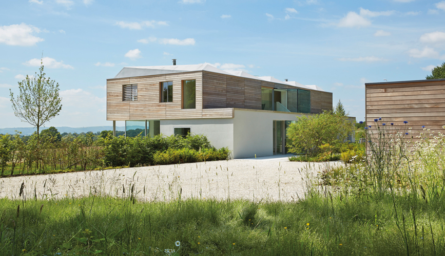<p><span>The house stands on a ridge in Sussex looking out over the South Downs.</span></p> <p><span>© Wilkinson King Architects</span></p>