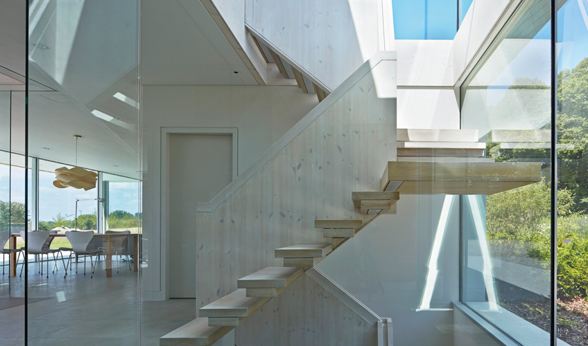 <p>The cantilevered timber staircase has an elegantly detailed balustrade.</p> <p>© Wilkinson King Architects</p>