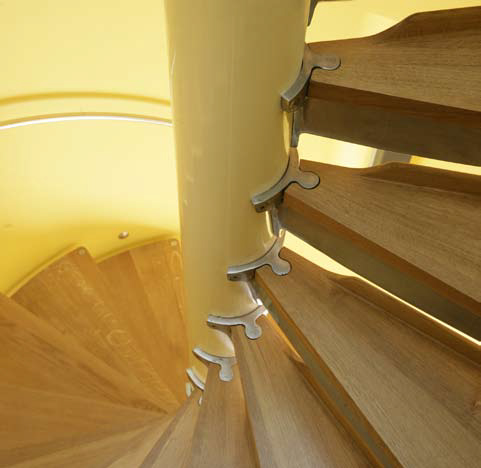 <p><span>The solid European oak treads of the circular staircase are fixed to a specially cast aluminium 'tuning fork' shaped chassis.</span></p> <p><span>© Richard Haughton</span></p>
