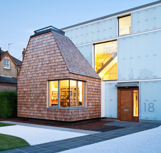 <p><span>Evening view of the north façade. The cedar shingle-clad extension is scaled to match the tiled front bay windows of neighbouring properties.</span></p> <p>© David Butler</p>
