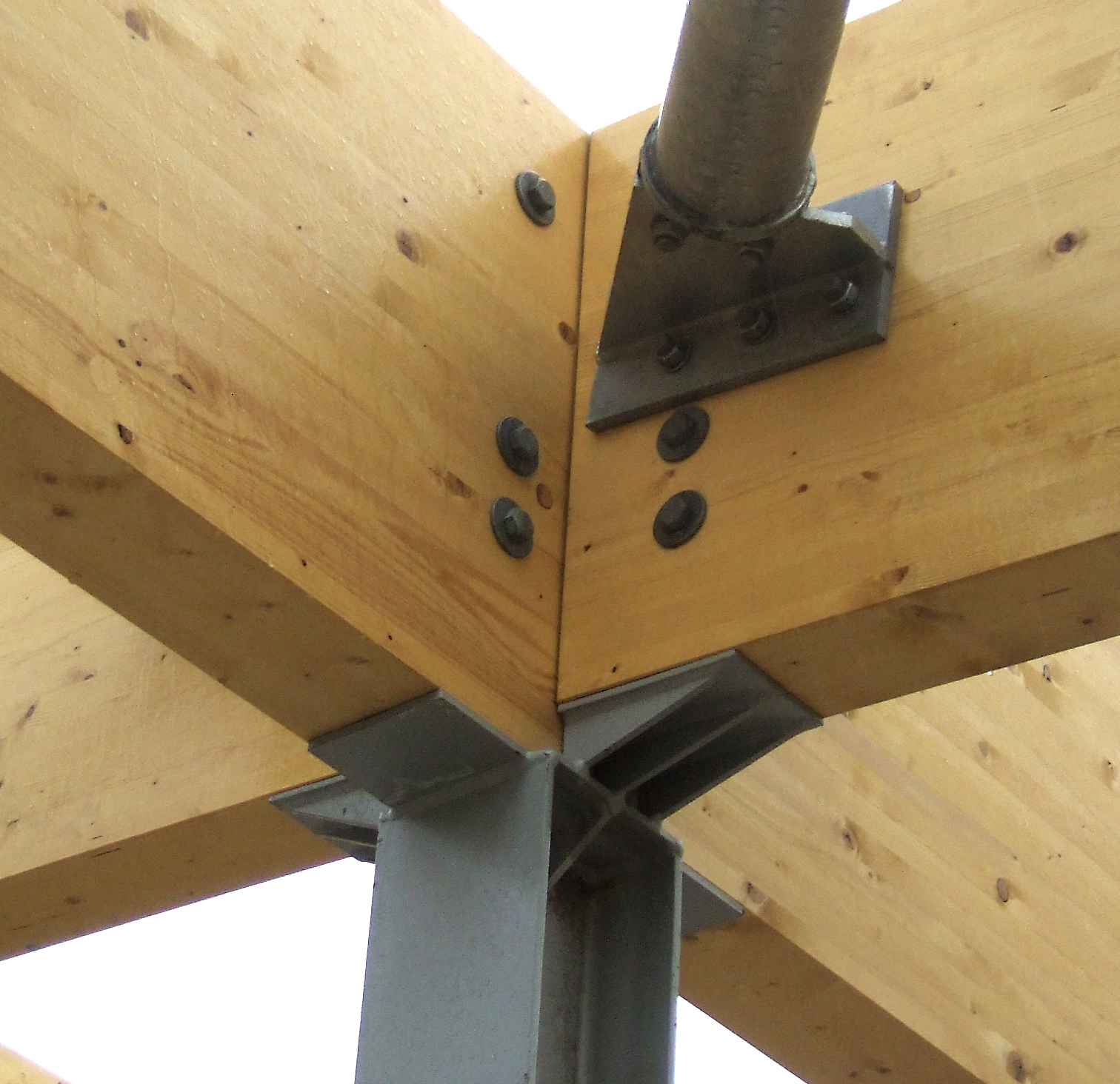 <p>Head of steel column to glulam roof member.</p> <p><span>© </span><span>B&K Structures</span></p>