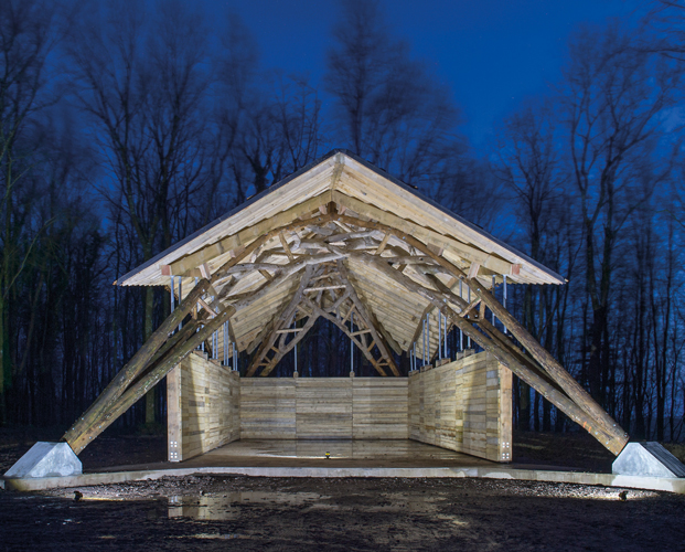 <p><span>The barn demonstrates how natural tree forks can be used to make a large and dramatic structure. © Valerie Bennett and Design + Make students</span></p>
