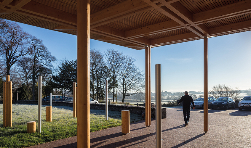 <p>Harmonious sounding posts stand alongside the slender glulam columns of the entrance canopy. © Simon Kennedy Photography</p>