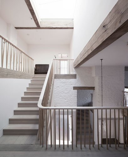 <p>With its open timber balustrade, the staircase gives views through the whole house. © Johan Dehlin</p>