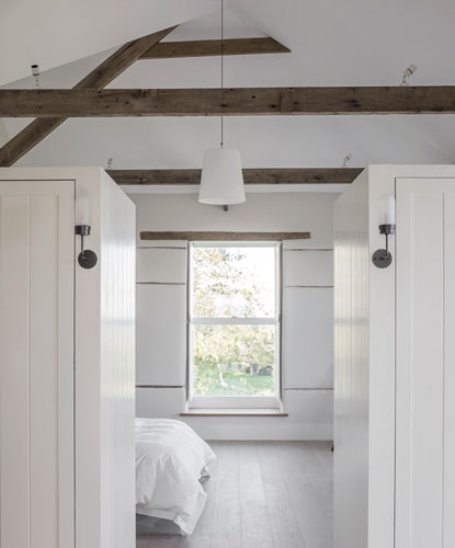 <p>The ceilings of bedrooms on the second floor reflect the pitch of the roof. © Johan Dehlin</p>